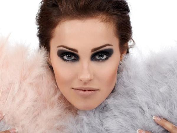 дымчатый макияж серых глаз