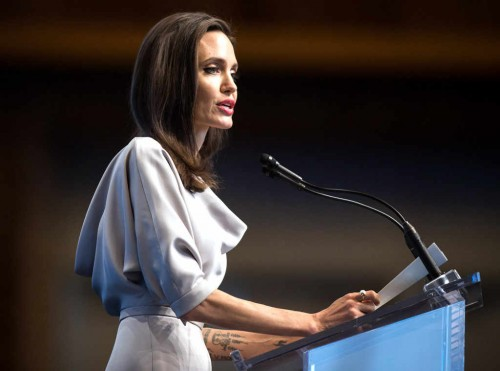 rs_1024x759-171115181937-1024.Angelina-Jolie-Vancouver.ms.111517[1]