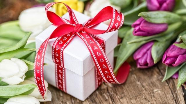 Какой подарок подарить на 8 марта