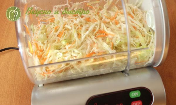 Капуста маринованная с чесноком быстрого приготовления в маринаторе