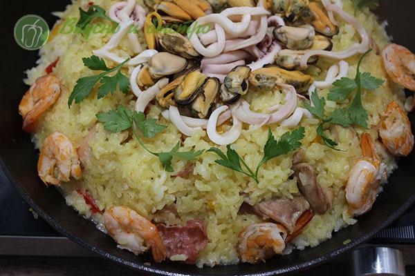 рецепт паэльи с морепродуктами и курицей