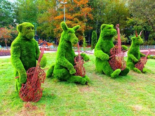 фигуры из газона